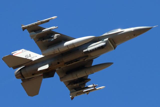 キャスバルさんが、ルーク空軍基地で撮影したアメリカ空軍 F-16C-30-CF Fighting Falconの航空フォト(飛行機 写真・画像)
