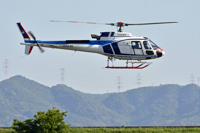 Gambardierさんが、岡南飛行場で撮影した中日本航空 AS350B3 Ecureuilの航空フォト(飛行機 写真・画像)