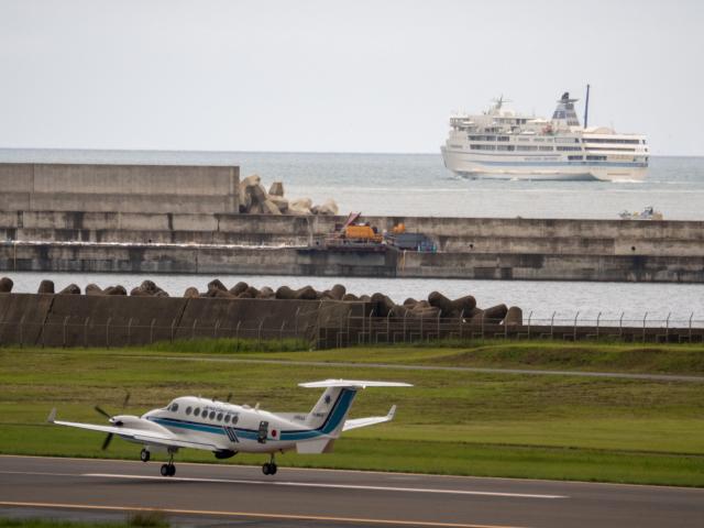 名無しの権兵衛さんが、新潟空港で撮影した海上保安庁 B300の航空フォト(飛行機 写真・画像)