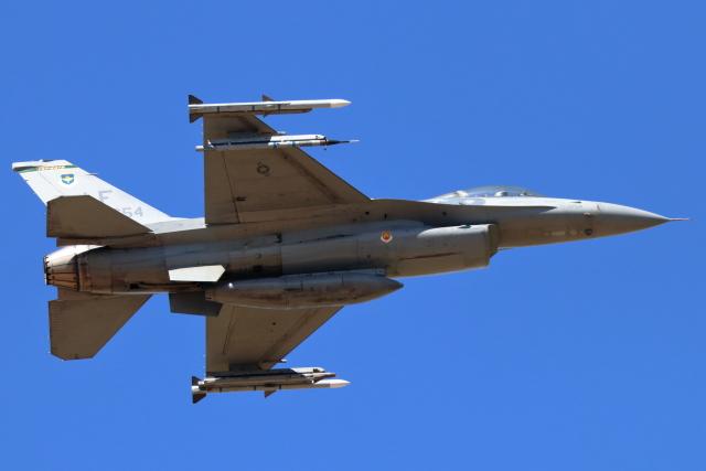 キャスバルさんが、ルーク空軍基地で撮影したアメリカ空軍 F-16CG Night Falconの航空フォト(飛行機 写真・画像)