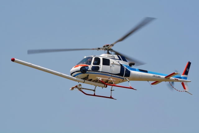 ブルーさんさんが、静岡ヘリポートで撮影した中日本航空 AS350B3 Ecureuilの航空フォト(飛行機 写真・画像)