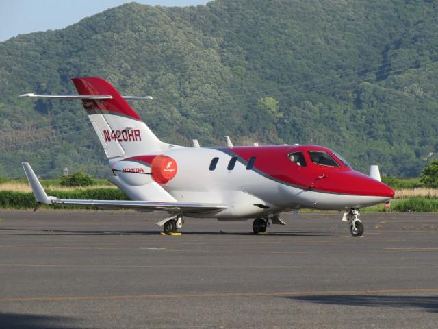F.YUKIHIDEさんが、岡南飛行場で撮影したアメリカ企業所有 HA-420 HondaJetの航空フォト(飛行機 写真・画像)