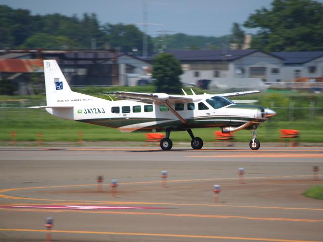 ここはどこ?さんが、札幌飛行場で撮影したアジア航測 208B Grand Caravanの航空フォト(飛行機 写真・画像)