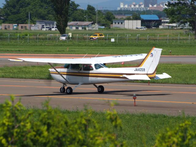 ここはどこ?さんが、札幌飛行場で撮影した日本個人所有 172P Skyhawk IIの航空フォト(飛行機 写真・画像)