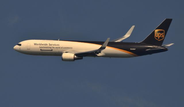 kenko.sさんが、成田国際空港で撮影したUPS航空 767-34AF/ERの航空フォト(飛行機 写真・画像)