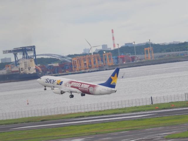 ねこねこちゃんさんが、羽田空港で撮影したスカイマーク 737-8ALの航空フォト(飛行機 写真・画像)