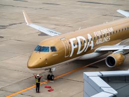 名無しの権兵衛さんが、新潟空港で撮影したフジドリームエアラインズ ERJ-170-200 (ERJ-175STD)の航空フォト(飛行機 写真・画像)
