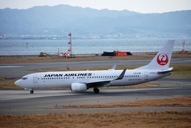 リュウキさんが、関西国際空港で撮影した日本航空 737-846の航空フォト(飛行機 写真・画像)