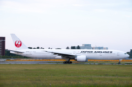 SGR RT 改さんが、成田国際空港で撮影した日本航空 777-346/ERの航空フォト(飛行機 写真・画像)