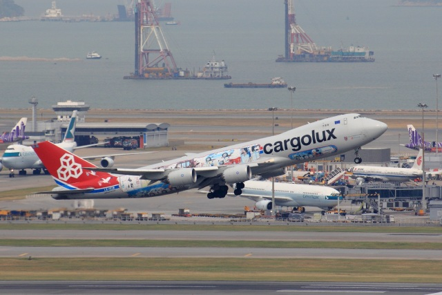 レンタくんさんが、香港国際空港で撮影したカーゴルクス 747-8R7F/SCDの航空フォト(飛行機 写真・画像)