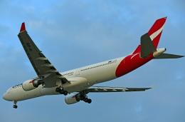 Souma2005さんが、香港国際空港で撮影したカンタス航空 A330-303の航空フォト(飛行機 写真・画像)