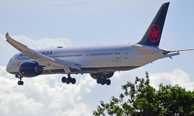 Souma2005さんが、香港国際空港で撮影したエア・カナダ 787-9の航空フォト(飛行機 写真・画像)