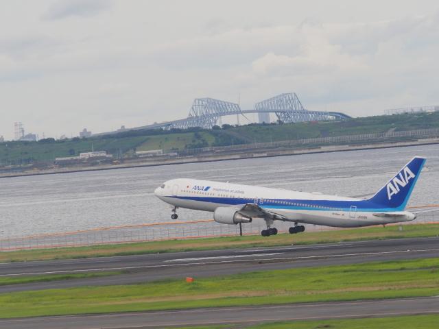 ねこねこちゃんさんが、羽田空港で撮影した全日空 767-381/ERの航空フォト(飛行機 写真・画像)
