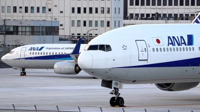誘喜さんが、羽田空港で撮影した全日空 777-381の航空フォト(飛行機 写真・画像)