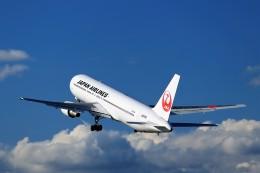 T.Sazenさんが、伊丹空港で撮影した日本航空 767-346の航空フォト(飛行機 写真・画像)