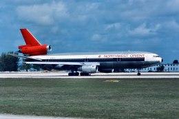 パール大山さんが、マイアミ国際空港で撮影したノースウエスト航空 DC-10-40の航空フォト(飛行機 写真・画像)