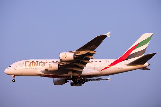 SGR RT 改さんが、成田国際空港で撮影したエミレーツ航空 A380-861の航空フォト(飛行機 写真・画像)