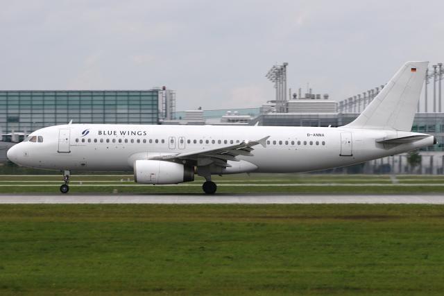 Hariboさんが、ミュンヘン・フランツヨーゼフシュトラウス空港で撮影したブルー・ウィングス A320-233の航空フォト(飛行機 写真・画像)