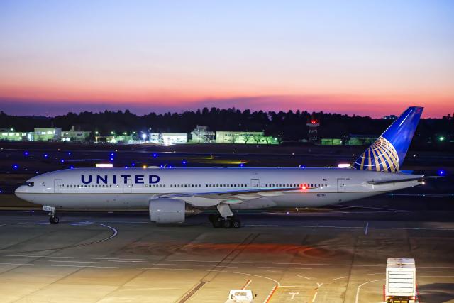 SGR RT 改さんが、成田国際空港で撮影したユナイテッド航空 777-222/ERの航空フォト(飛行機 写真・画像)