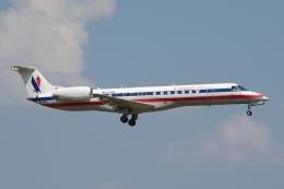 zettaishinさんが、ダラス・フォートワース国際空港で撮影したアメリカン・イーグル ERJ-140LRの航空フォト(飛行機 写真・画像)