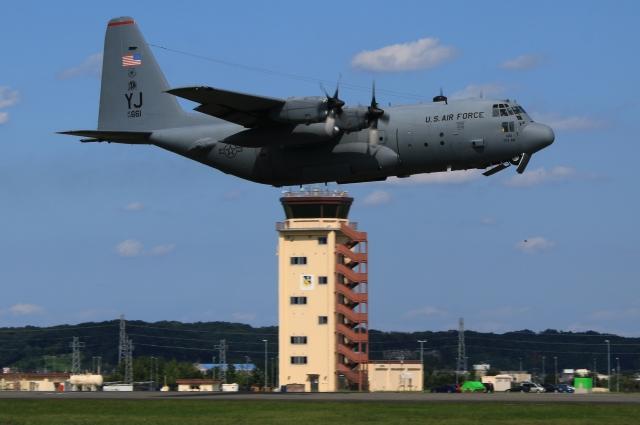 F-4さんが、横田基地で撮影したアメリカ空軍 C-130H Herculesの航空フォト(飛行機 写真・画像)
