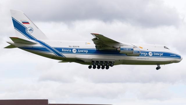 tomobileさんが、成田国際空港で撮影したヴォルガ・ドニエプル航空 An-124-100 Ruslanの航空フォト(飛行機 写真・画像)