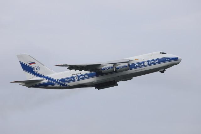 マーサさんが、成田国際空港で撮影したヴォルガ・ドニエプル航空 An-124-100 Ruslanの航空フォト(飛行機 写真・画像)