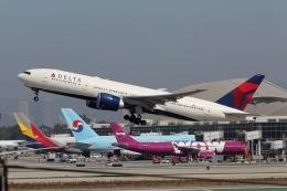 takoyanさんが、ロサンゼルス国際空港で撮影したデルタ航空 777-232/LRの航空フォト(飛行機 写真・画像)