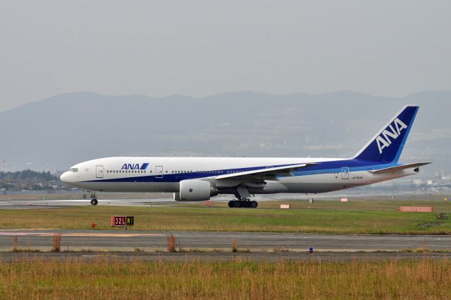 Gambardierさんが、伊丹空港で撮影した全日空 777-281/ERの航空フォト(飛行機 写真・画像)