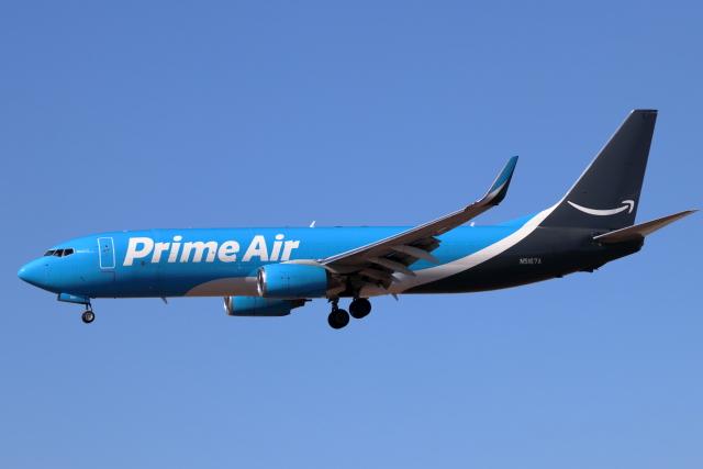 キャスバルさんが、フェニックス・スカイハーバー国際空港で撮影したアマゾン・プライム・エア 737-83Nの航空フォト(飛行機 写真・画像)