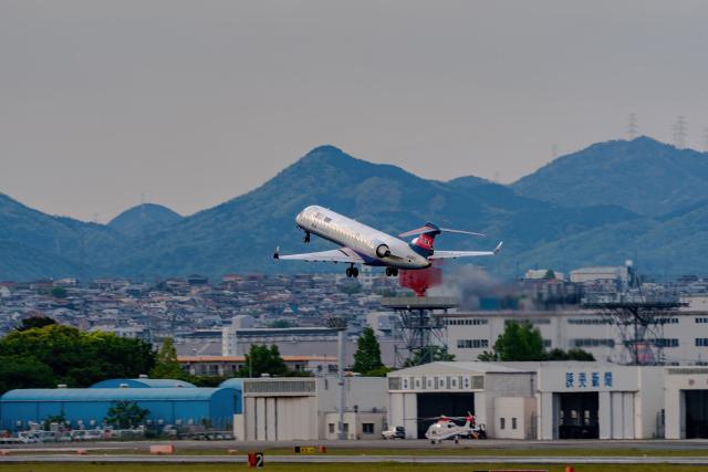 K.Sさんが、伊丹空港で撮影したアイベックスエアラインズ CL-600-2C10 Regional Jet CRJ-702の航空フォト(飛行機 写真・画像)