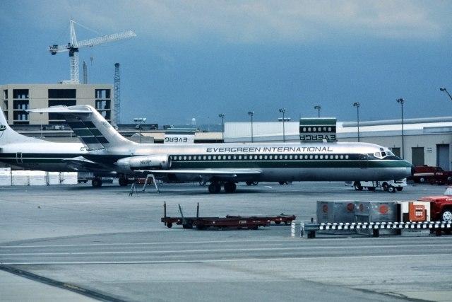 パール大山さんが、ロサンゼルス国際空港で撮影したエバーグリーン航空 DC-9-32CFの航空フォト(飛行機 写真・画像)