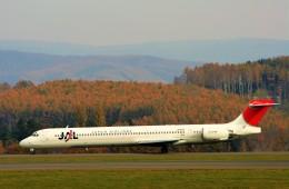 にしやんさんが、旭川空港で撮影した日本航空 MD-90-30の航空フォト(飛行機 写真・画像)