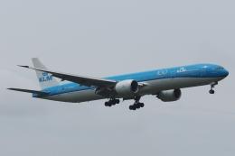 木人さんが、成田国際空港で撮影したKLMオランダ航空 777-306/ERの航空フォト(飛行機 写真・画像)
