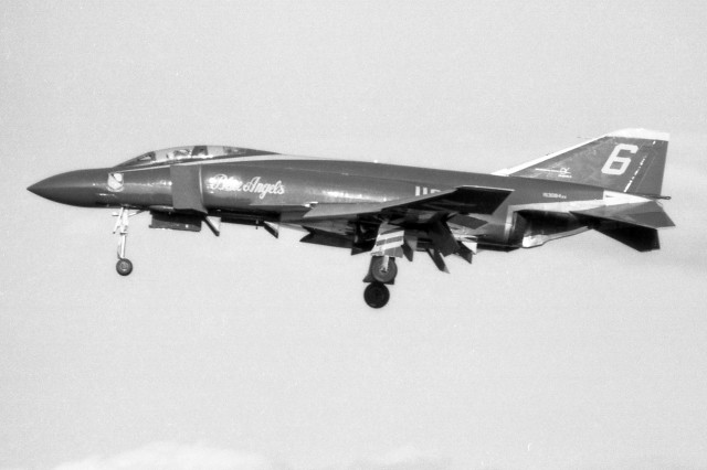 apphgさんが、名古屋飛行場で撮影したアメリカ海軍 F-4J Phantom IIの航空フォト(飛行機 写真・画像)