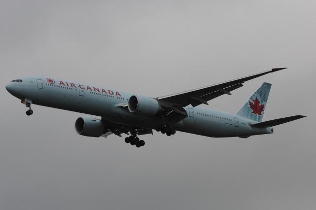 木人さんが、成田国際空港で撮影したエア・カナダ 777-333/ERの航空フォト(飛行機 写真・画像)