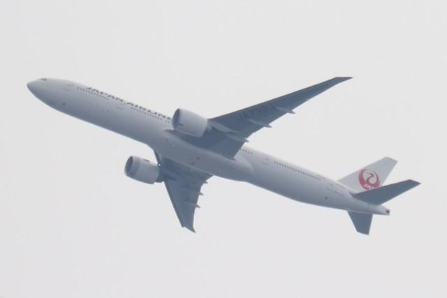 BOEING737MAX-8さんが、自宅から撮影で撮影した日本航空 777-346/ERの航空フォト(飛行機 写真・画像)