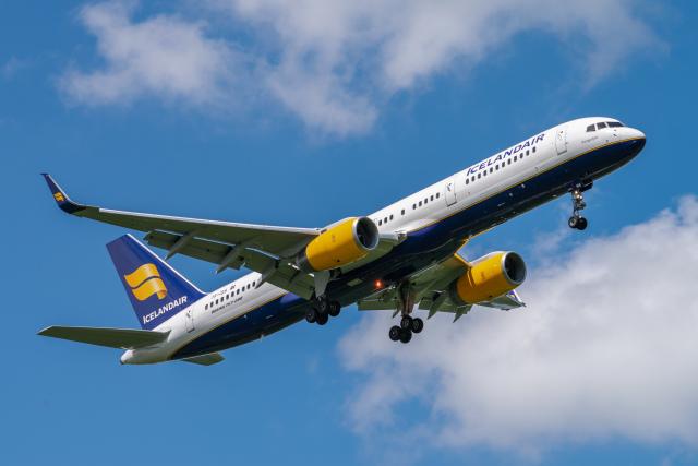gomaさんが、ミュンヘン・フランツヨーゼフシュトラウス空港で撮影したアイスランド航空 757-223の航空フォト(飛行機 写真・画像)