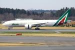 Tomo_mczさんが、成田国際空港で撮影したアリタリア航空 777-243/ERの航空フォト(飛行機 写真・画像)