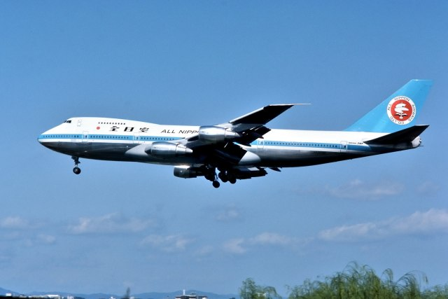 パール大山さんが、伊丹空港で撮影した全日空 747SR-81の航空フォト(飛行機 写真・画像)