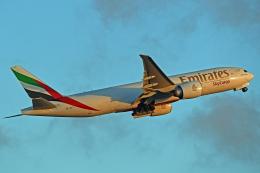 Souma2005さんが、香港国際空港で撮影したエミレーツ航空 777-F1Hの航空フォト(飛行機 写真・画像)