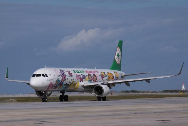 Mr.boneさんが、那覇空港で撮影したエバー航空 A321-211の航空フォト(飛行機 写真・画像)