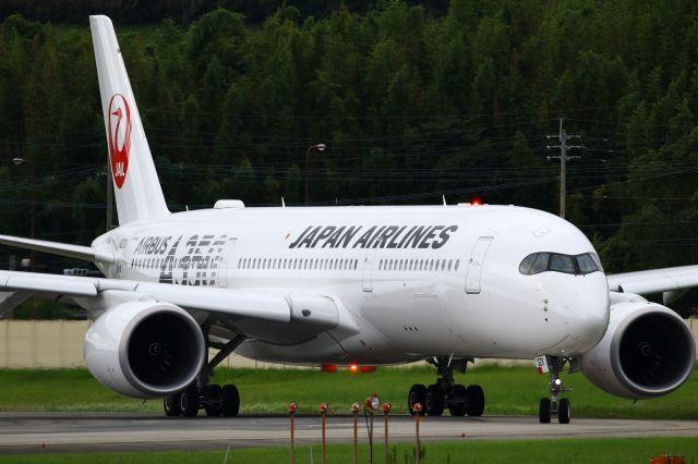 Yusuke✈︎さんが、福岡空港で撮影した日本航空 A350-941の航空フォト(飛行機 写真・画像)