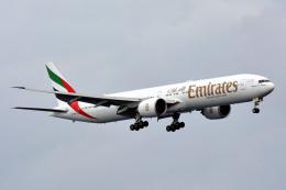 航空フォト:A6-EBO エミレーツ航空 777-300