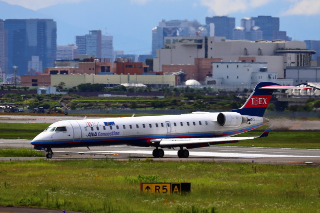 khideさんが、伊丹空港で撮影したアイベックスエアラインズ CL-600-2C10 Regional Jet CRJ-702の航空フォト(飛行機 写真・画像)