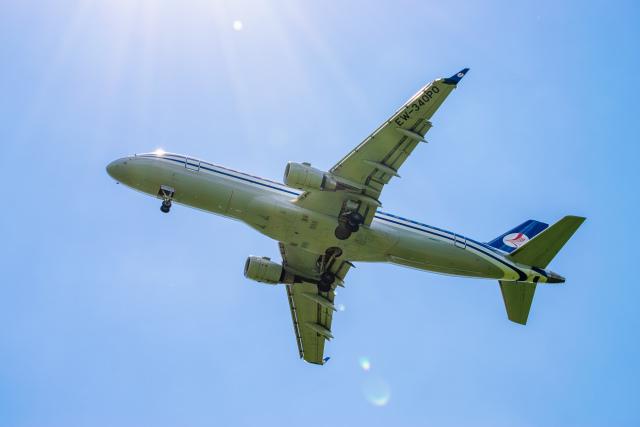 gomaさんが、ミュンヘン・フランツヨーゼフシュトラウス空港で撮影したベラヴィア航空 ERJ-170-200 LR (ERJ-175LR)の航空フォト(飛行機 写真・画像)