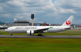 Astechnoさんが、伊丹空港で撮影した日本航空 777-246/ERの航空フォト(飛行機 写真・画像)