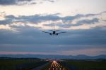 チャッピー・シミズさんが、旭川空港で撮影した日本航空 737-846の航空フォト(飛行機 写真・画像)