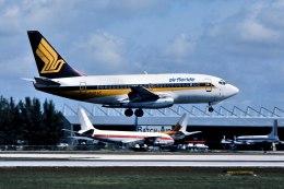 パール大山さんが、マイアミ国際空港で撮影したエア・フロリダ 737-112の航空フォト(飛行機 写真・画像)