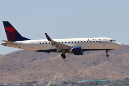 キャスバルさんが、フェニックス・スカイハーバー国際空港で撮影したデルタ・コネクション ERJ-170-200 LL (ERJ-175LL)の航空フォト(飛行機 写真・画像)